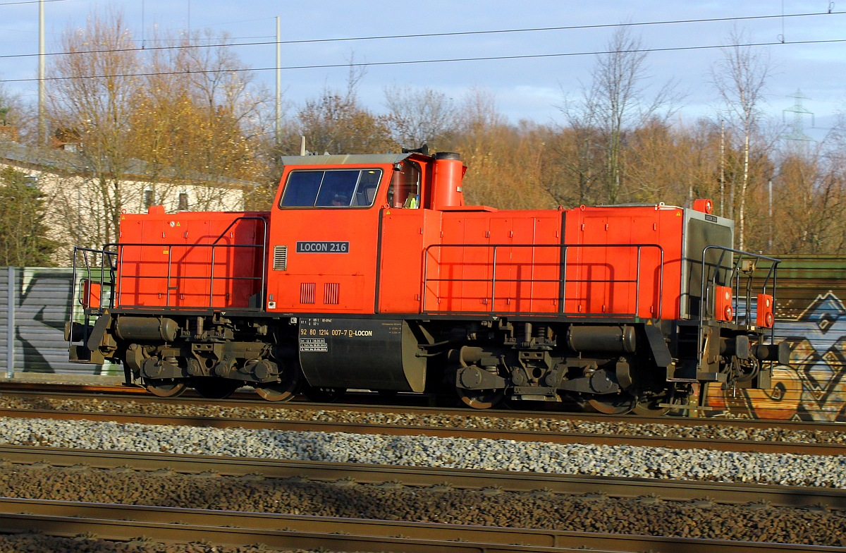 Locon 216(II) alias 214 007-7 dieselte am 10.12.2015 durch Hamburg-Harburg.